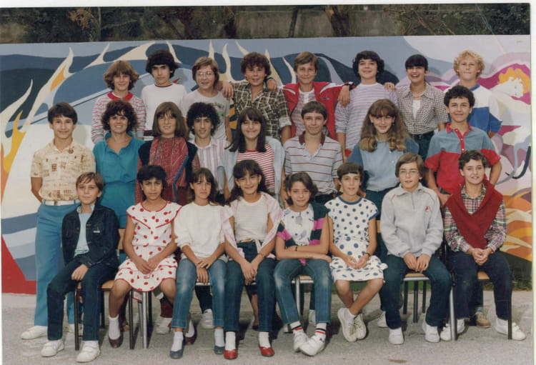 photo de classe 6 me 2 de 1980 college henri barnier copains d 39 avant. Black Bedroom Furniture Sets. Home Design Ideas