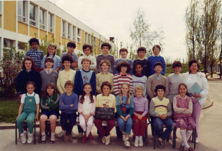 photo de classe cm2 1982 1983 de 1982 ecole le moulin fleuri brie comte robert copains d. Black Bedroom Furniture Sets. Home Design Ideas
