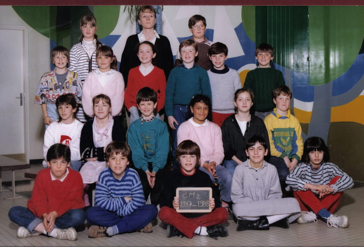 photo de classe cm2 de 1987 ecole george sand saint mars du desert copains d 39 avant. Black Bedroom Furniture Sets. Home Design Ideas