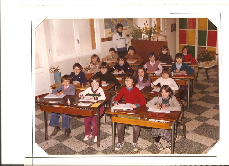 photo de classe cm2 de 1980 ecole primaire malause copains d 39 avant. Black Bedroom Furniture Sets. Home Design Ideas
