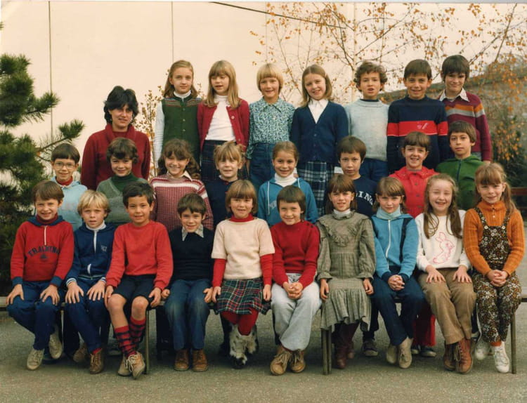 photo de classe ce2 ou cm1 de 1981 ecole gatelliet melun copains d 39 avant. Black Bedroom Furniture Sets. Home Design Ideas