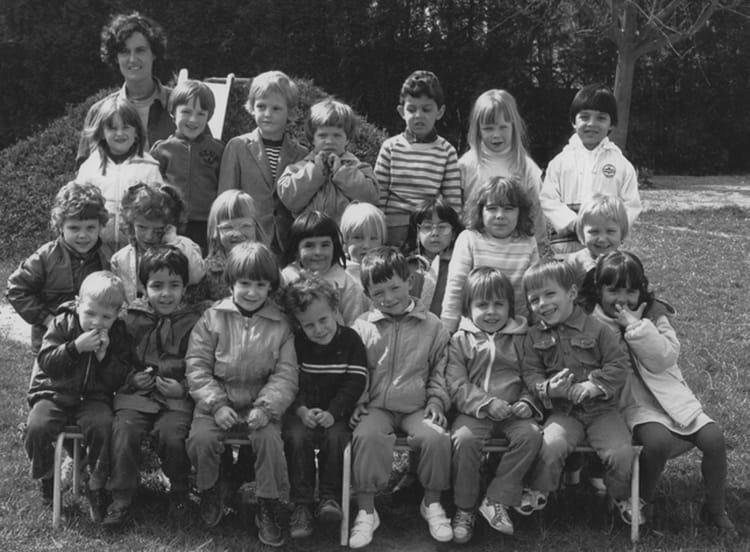 photo de classe classe maternelle de 1983 ecole jean mace villeneuve saint germain copains. Black Bedroom Furniture Sets. Home Design Ideas