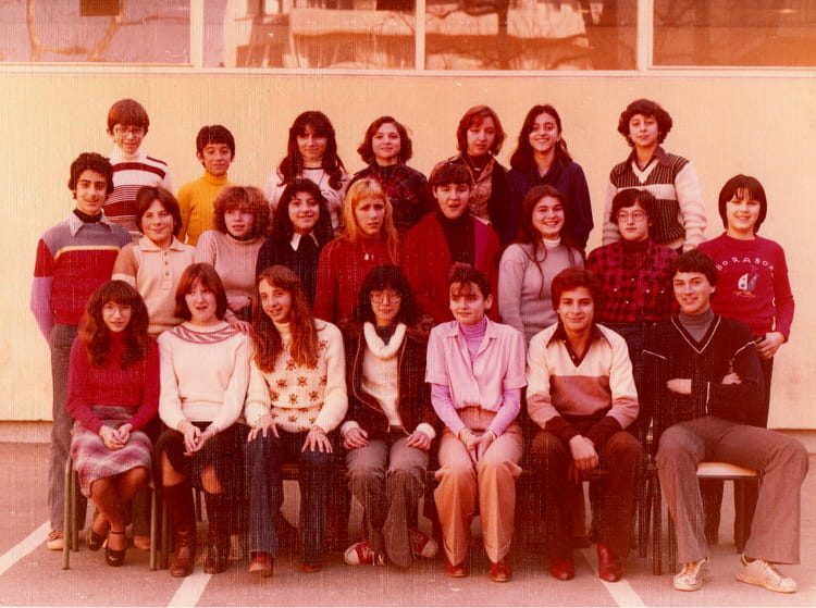 photo de classe 4eme de 1977 coll ge pont de vivaux copains d 39 avant. Black Bedroom Furniture Sets. Home Design Ideas
