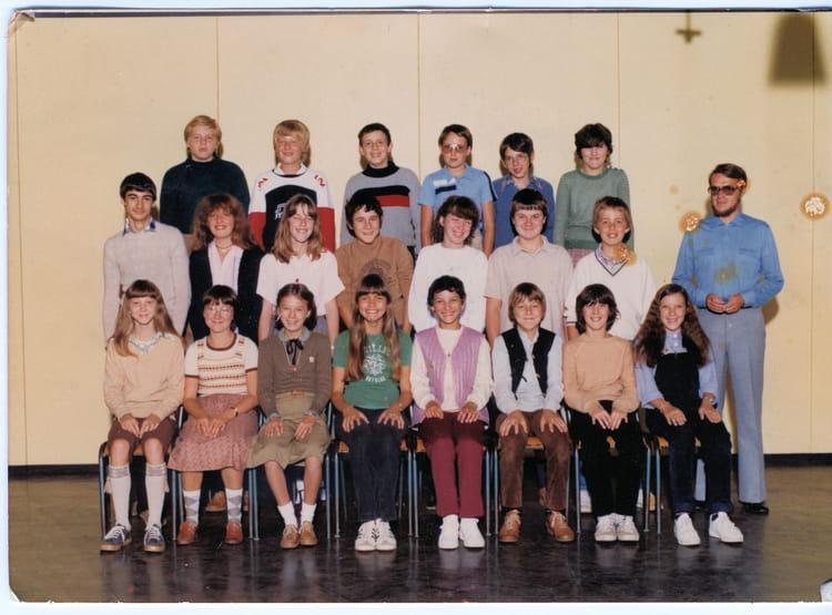photo de classe 4 me a de 1980 coll ge albert camus copains d 39 avant. Black Bedroom Furniture Sets. Home Design Ideas