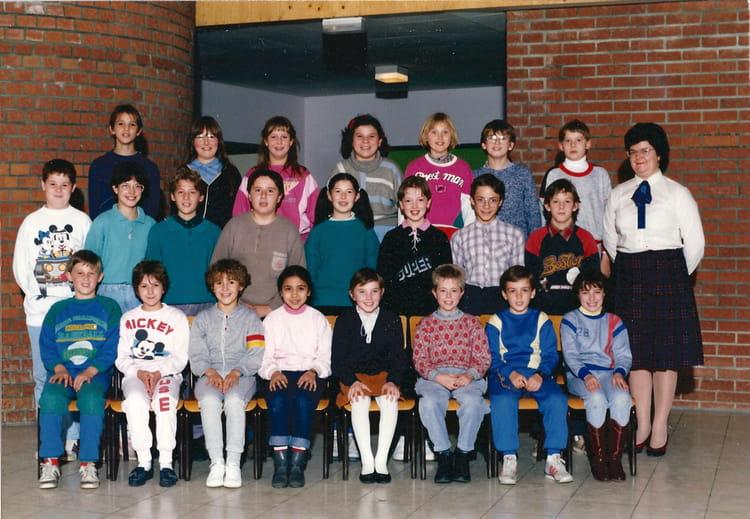 Photo de classe cm2 de 1987 ecole bracke desrousseaux for Arcadim saint amand les eaux