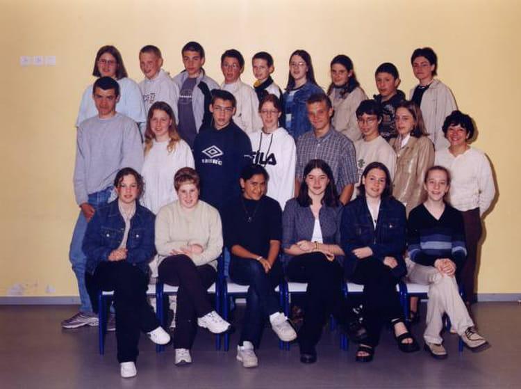 photo de classe 3 me 1 de 2000 coll ge l 39 oiseau blanc copains d 39 avant. Black Bedroom Furniture Sets. Home Design Ideas