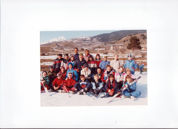 photo de classe classe de neige de 1981 ecole aujard nemours copains d 39 avant. Black Bedroom Furniture Sets. Home Design Ideas
