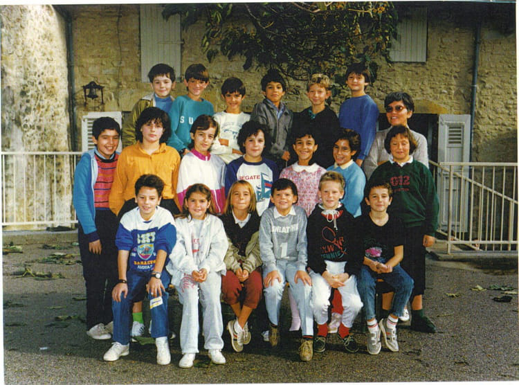 photo de classe cm1 cm2 de 1986 ecole sainte marthe etoile sur rhone copains d 39 avant. Black Bedroom Furniture Sets. Home Design Ideas