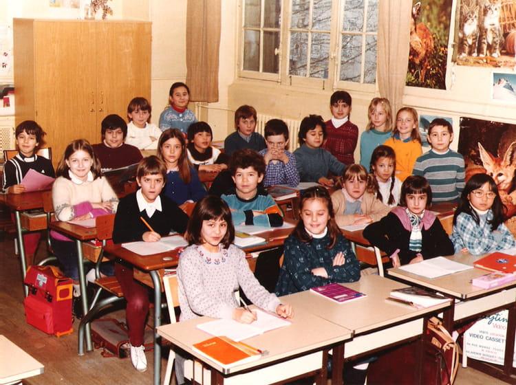 photo de classe primaire ce2 de 1982 ecole violet 75015 copains d 39 avant. Black Bedroom Furniture Sets. Home Design Ideas