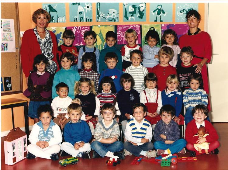 photo de classe classe des grands de 1986 ecole primaire saint jean de bournay copains d 39 avant. Black Bedroom Furniture Sets. Home Design Ideas