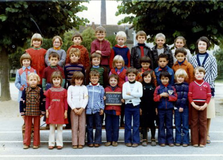 photo de classe cp ecole de beaulieu de 1977 ecole beaulieu copains d 39 avant. Black Bedroom Furniture Sets. Home Design Ideas