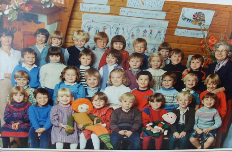 photo de classe derniere ann e de maternelle de 1982 ecole sevigne bethune copains d 39 avant. Black Bedroom Furniture Sets. Home Design Ideas