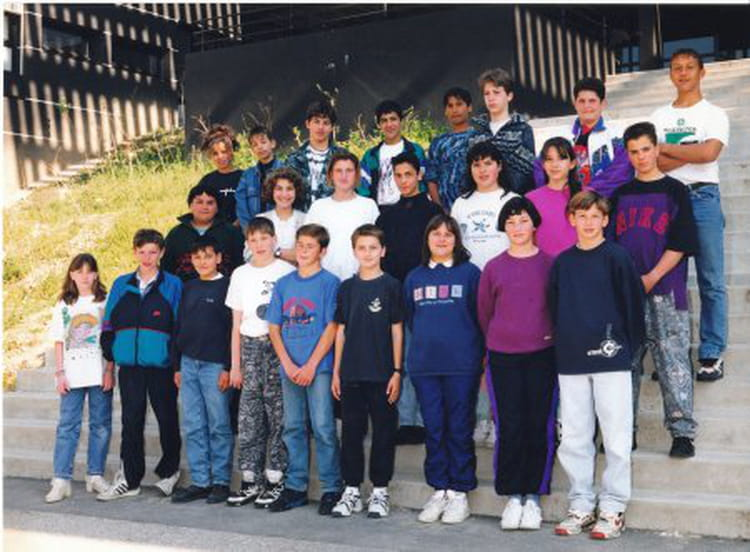 photo de classe 5 me4 de 1994 coll ge le calloud copains d 39 avant. Black Bedroom Furniture Sets. Home Design Ideas