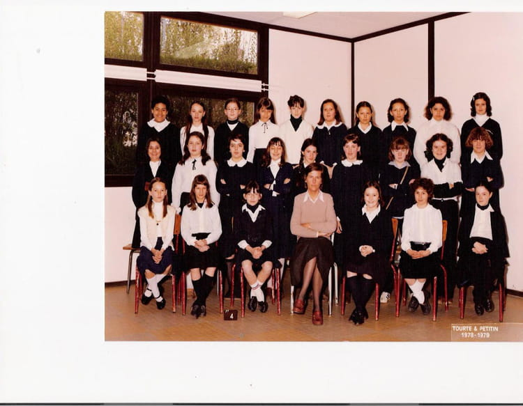 photo de classe 6 me rose de 1979 coll ge saint thomas de. Black Bedroom Furniture Sets. Home Design Ideas