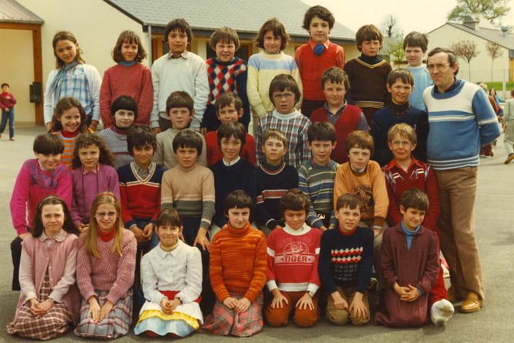 photo de classe 82 83 de 1982 ecole primaire breal sous montfort copains d 39 avant. Black Bedroom Furniture Sets. Home Design Ideas