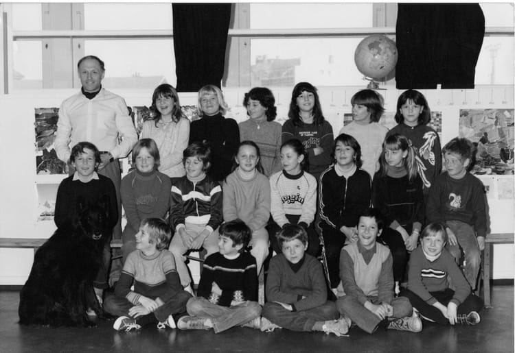 Photo de classe cm2 de 1981 ecole du centre ville la grand copains d 39 avant - Salon du chiot ville la grand ...