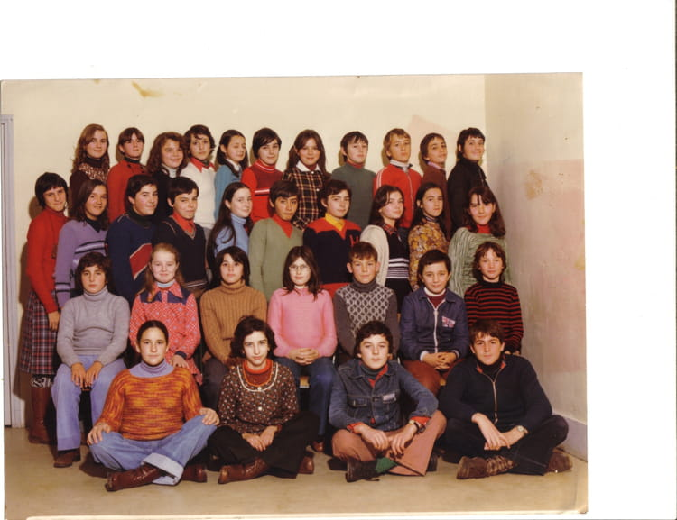 photo de classe 5 me de 1977 lyc e las cases copains d 39 avant. Black Bedroom Furniture Sets. Home Design Ideas