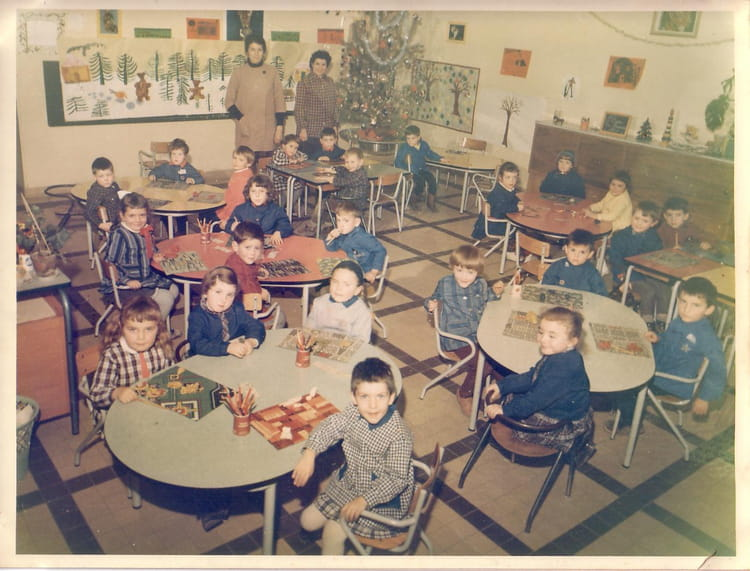 photo de classe petite maternelle de 1965 ecole les sources saint pierre les nemours. Black Bedroom Furniture Sets. Home Design Ideas