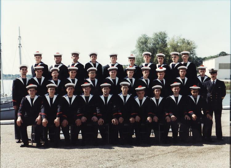 photo de classe marine nationale cfm hourtin de 1996 marine nationale cfm hourtin copains d 39 avant. Black Bedroom Furniture Sets. Home Design Ideas