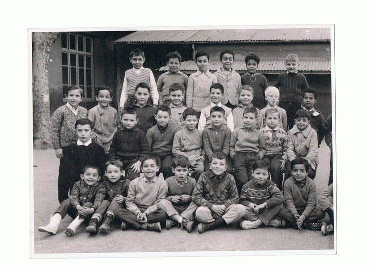 photo de classe cours l mentaire 1ere ann e de 1962 ecole pont de vivaux copains d 39 avant. Black Bedroom Furniture Sets. Home Design Ideas
