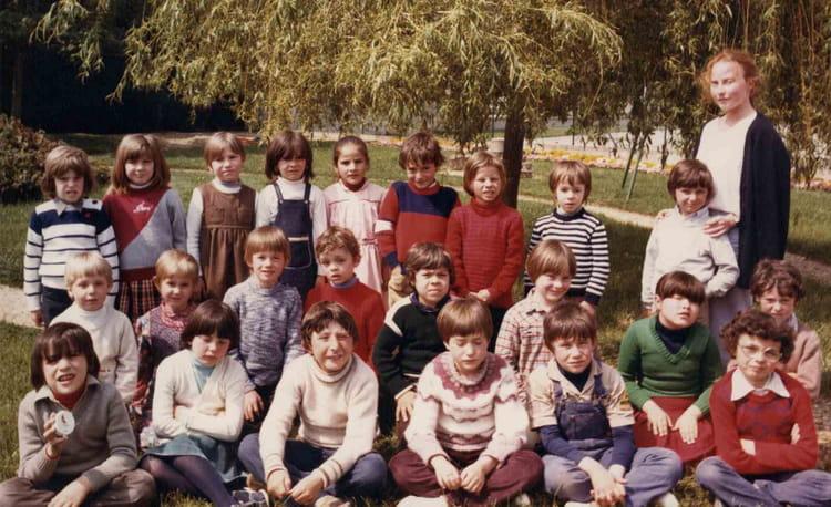 photo de classe ce1 villeneuve de 1983 ecole jean mace villeneuve saint germain copains d 39 avant. Black Bedroom Furniture Sets. Home Design Ideas