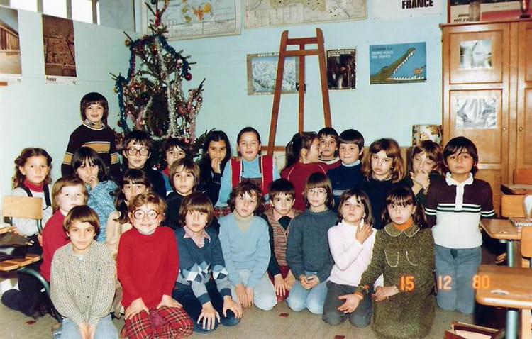 photo de classe ce2 de 1980 ecole paul bert saint jean de la ruelle copains d 39 avant. Black Bedroom Furniture Sets. Home Design Ideas