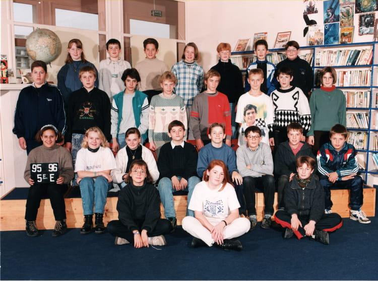 photo de classe classe de 5e de 1995 coll ge letot copains d 39 avant. Black Bedroom Furniture Sets. Home Design Ideas