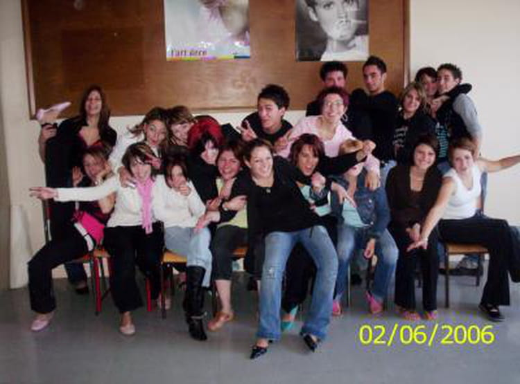 Photo de classe Cap coiffure 2e année de 2000, Cité Des Formation ...