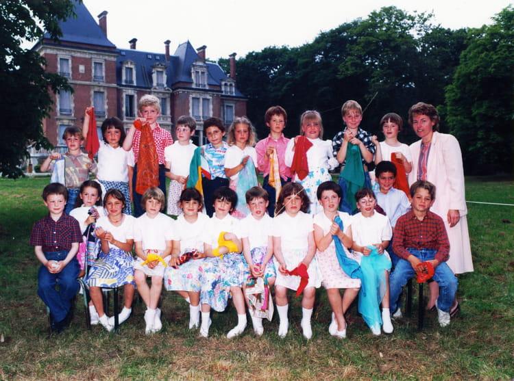 Ecole Notre Dame La Ville Du Bois - Photo de classe CE1 de 1987, Ecole Notre Dame (La Ville Du Bois) Copains d'avant
