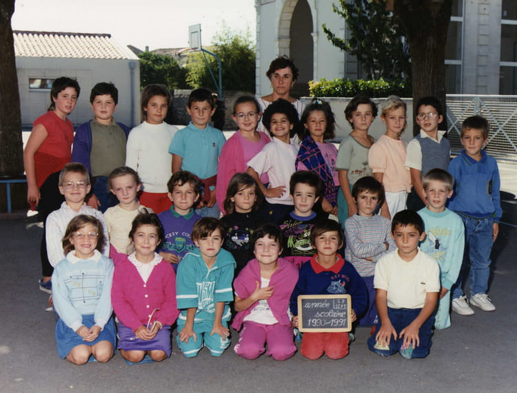 photo de classe ce1 de 1990 ecole primaire st sulpice de royan copains d 39 avant. Black Bedroom Furniture Sets. Home Design Ideas