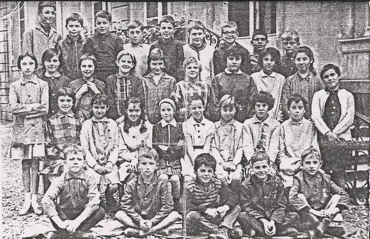 Photo de classe cole de 1965 ecole notre dame for Eurville bienville