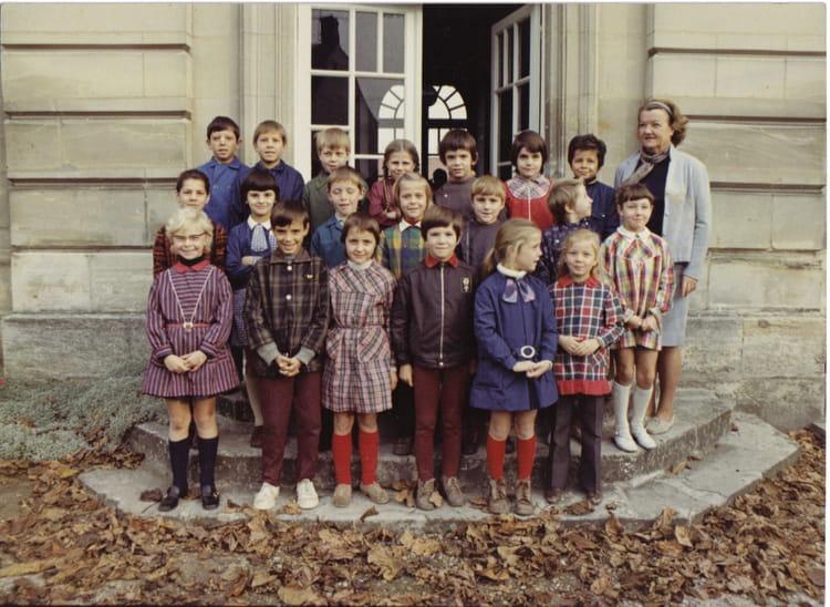photo de classe ce2 de 1972 ecole primaire bruyeres et montberault copains d 39 avant. Black Bedroom Furniture Sets. Home Design Ideas