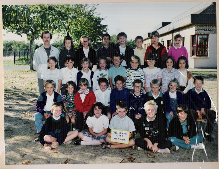 photo de classe cm 1 de 1989 ecole primaire de neuville neuville sur sarthe copains d 39 avant. Black Bedroom Furniture Sets. Home Design Ideas