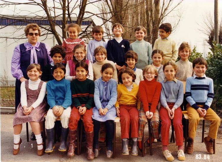 photo de classe ce1 de 1983 ecole groupe georges fontaine hautmont copains d 39 avant. Black Bedroom Furniture Sets. Home Design Ideas