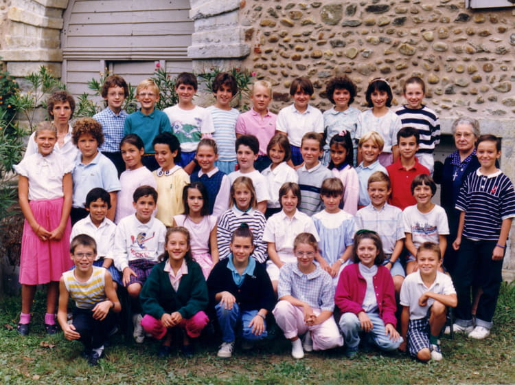 photo de classe cm2 de 1988 ecole saint charles charly copains d 39 avant. Black Bedroom Furniture Sets. Home Design Ideas