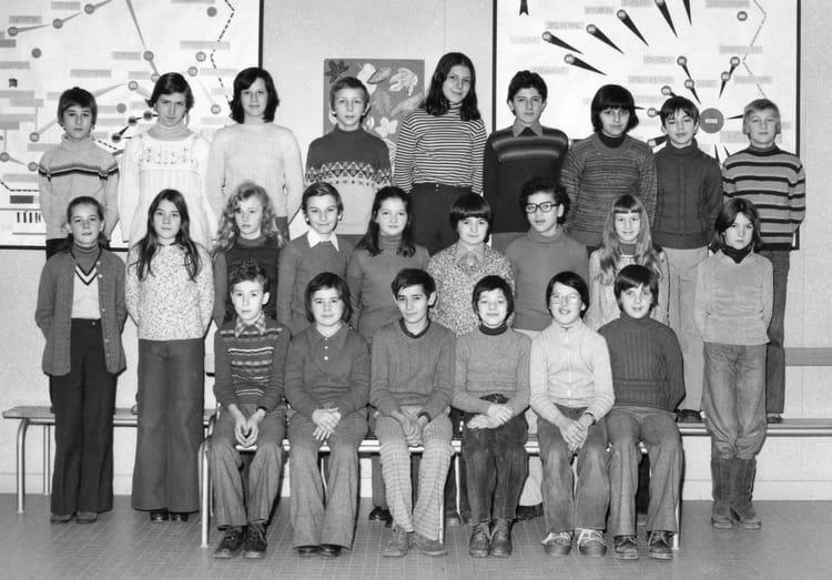 photo de classe 5 u00e8mea de 1976  coll u00e8ge pierre et marie