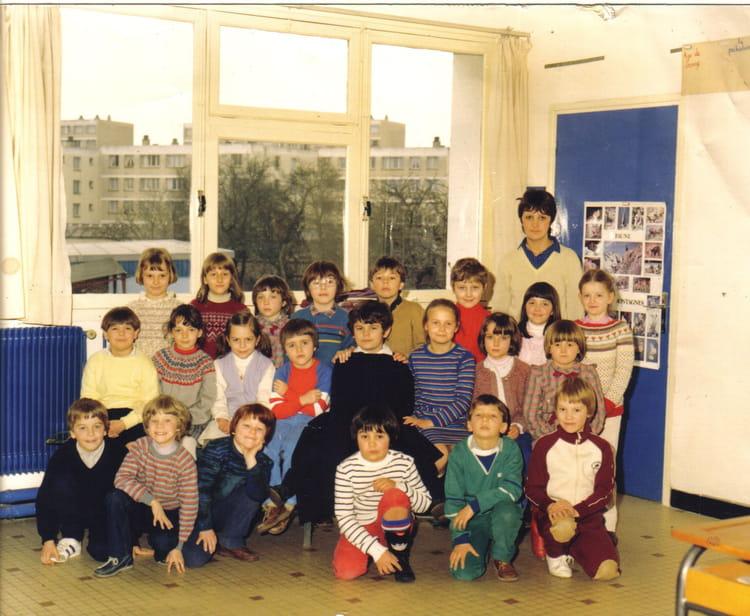 photo de classe cp de 1982 ecole sainte bernadette arras copains d 39 avant. Black Bedroom Furniture Sets. Home Design Ideas