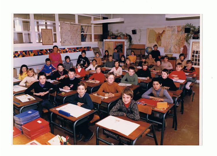 photo de classe cm2 de 1980 ecole le grand clos bellegarde sur valserine copains d avant