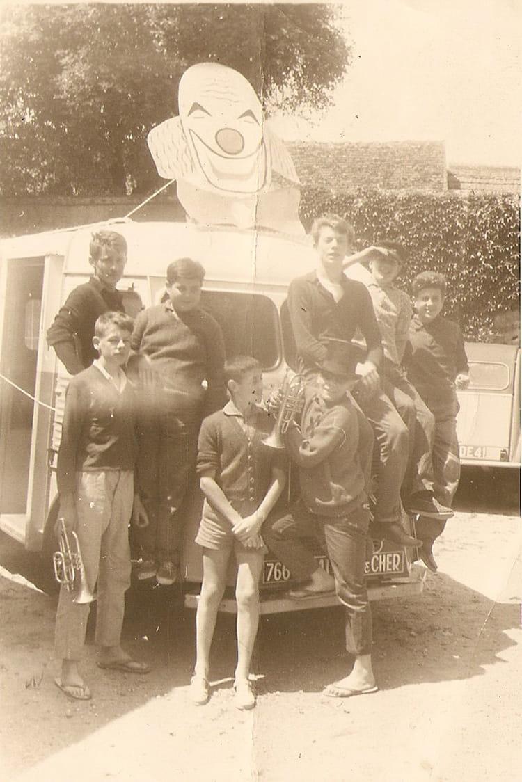 photo de classe depart pour animer une f te de 1958 copains d 39 avant. Black Bedroom Furniture Sets. Home Design Ideas