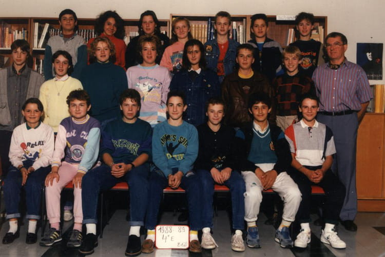 photo de classe 4eme e de 1989 coll ge mathurin r gnier copains d 39 avant. Black Bedroom Furniture Sets. Home Design Ideas