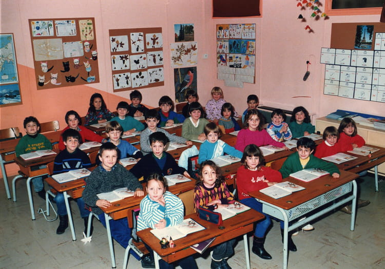 photo de classe ce1 de 1987 ecole calcomier rodez copains d 39 avant. Black Bedroom Furniture Sets. Home Design Ideas