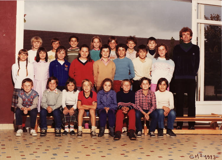 photo de classe cm2 de 1982 ecole jean moulin villers. Black Bedroom Furniture Sets. Home Design Ideas