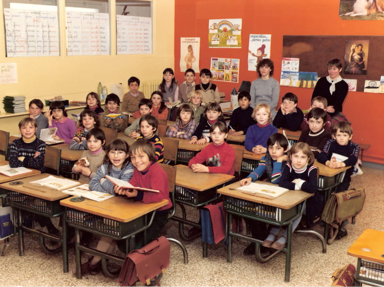 photo de classe ce2 de 1982 ecole jules pinsard creches sur saone copains d 39 avant. Black Bedroom Furniture Sets. Home Design Ideas