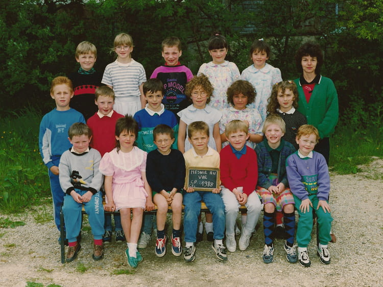 Photo de classe Cp ce1 1987-1988 de 1988, Ecole Primaire (Le Mesnil ...