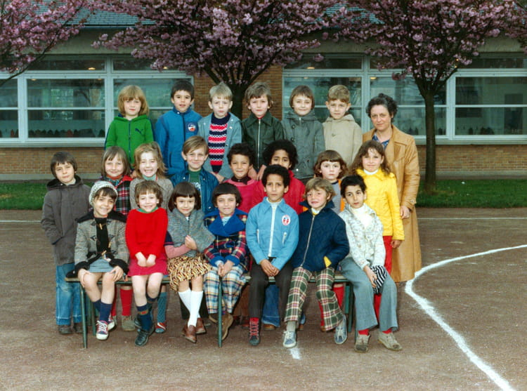 photo de classe cp de mme marget de 1978 ecole claude debussy beauvais copains d 39 avant. Black Bedroom Furniture Sets. Home Design Ideas