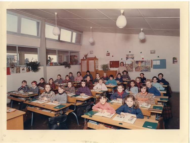photo de classe ecole primaire la perdrix thionville de 1967 ecole cote des roses la perdrix. Black Bedroom Furniture Sets. Home Design Ideas