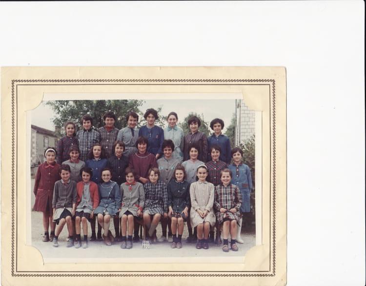photo de classe lathus de 1965 ecole abel thevenet copains d 39 avant. Black Bedroom Furniture Sets. Home Design Ideas