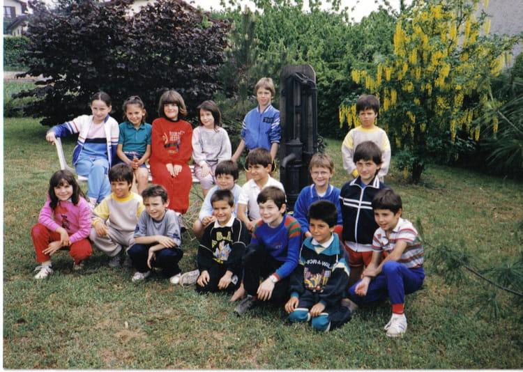 photo de classe ce2 86 87 de 1986 ecole floreal salaise sur sanne copains d 39 avant. Black Bedroom Furniture Sets. Home Design Ideas