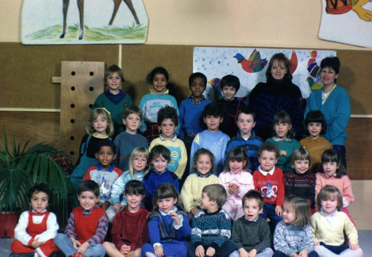 photo de classe section des grands de 1988 ecole almont melun copains d 39 avant. Black Bedroom Furniture Sets. Home Design Ideas
