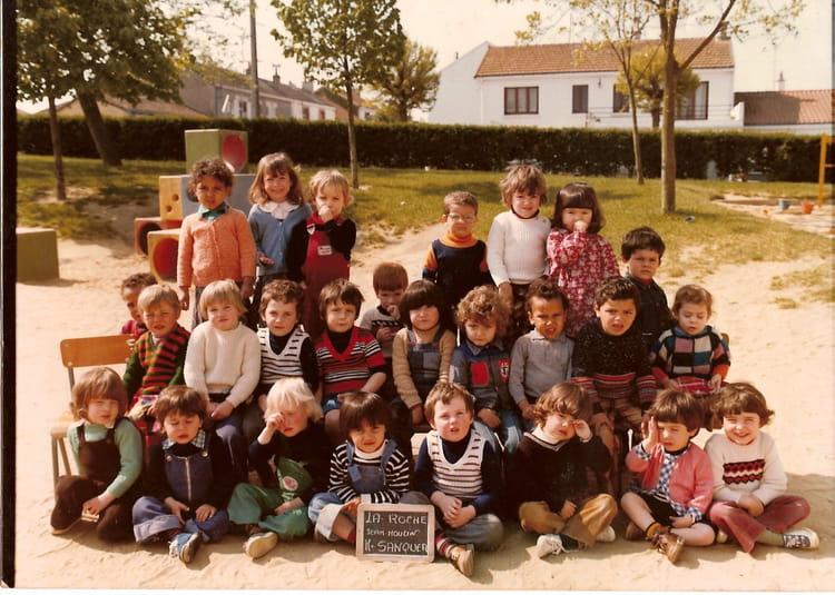 photo de classe maternelle de 1980 ecole jean moulin la roche sur yon copains d 39 avant. Black Bedroom Furniture Sets. Home Design Ideas